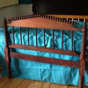 3/4 bed frame antique wood. Head and foot board with rails