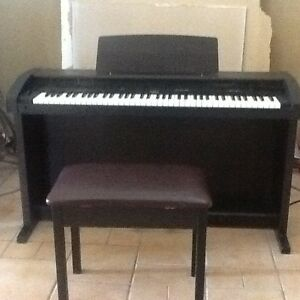 Roland piano keyboard KR-650