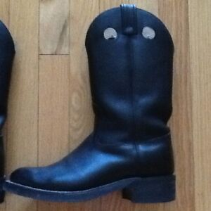2 pairs boots