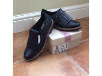 Clarks Women's Shoes Black Size 5 NEW