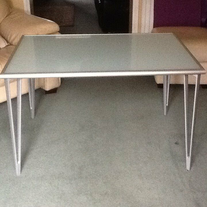 frosted glass table top in a aluminium surround with detachable aluminium legs