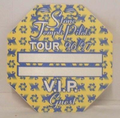 STONE TEMPLE PILOTS - ORIGINAL CONCERT TOUR CLOTH BACKSTAGE PASS