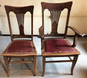 2 chaises antiques