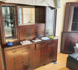 Display cabinet and side cabinet