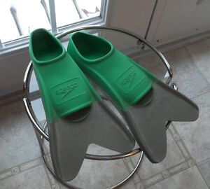 Speedo Swimming Flippers  size 5-6  Very good used condition