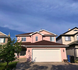 Calgary Spacious 5BR+4BA Close to park (Sleeps 12)