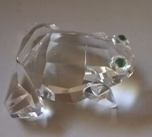 Fifth Avenue Crystal Green Frog with Green Eyes