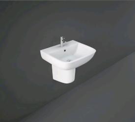 Half pedestal for basin