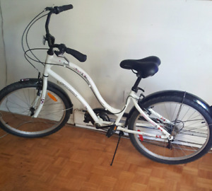Woman's -Girls  Bicycle for Sale.