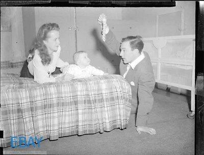 Gene Kelly Betsy Blair w/daughter Kerry 1943 VINTAGE 4x5 Negative ()