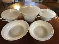 New Unused Wedgwood Bone China Nature Design Set of 5 Pieces Casserole Dish / Serving Dish