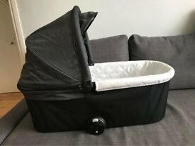 Babyjogger Deluxe carrycot in charcoal denim