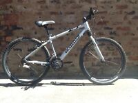 Cannondale f400 Mens hardtail mountain bike