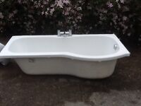 P shaped bath/taps and sink