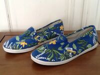 Vans UK Size 4.5 Dri-lex Hawaiian slip-on pumps