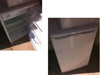 HOTPOINT UNDER COUNTER FRIDGE WITH SMALL FREEZER BOX GOOD WORKING ORDER DETAILS BELOW