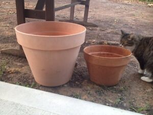 2 sturdy garden pots Killarney Vale Wyong Area Preview