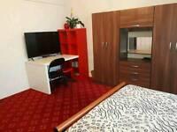 Double bedroom in Kenton