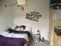 Spacious, furnished room in Clapham with two lovely girls! :)