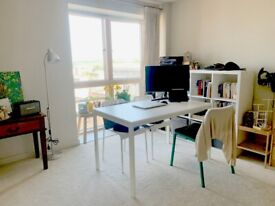 BRIGHT STUDIO FLAT SECONDS TO ZONE 2 STATION - CALL THE OFFICE NOW FOR VIEWINGS!!