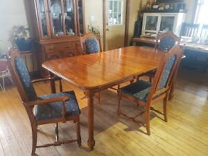 Oak 8pcs table and leaf 4 chair hutch and buffet