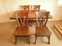 OAK DINING TABLE WITH 4 OR 6 CHAIRS. EXCELLENT CONDITION.