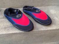 TWF Kids Wetshoes BNWT Size 1/33 Black Red & Navy