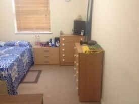 Specious double bedroom in Whitechapel@ All bills are included@ only £152 per week