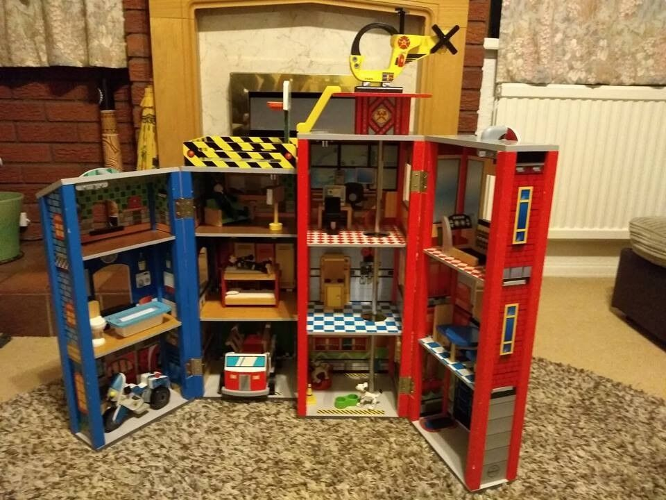 Wooden Fire Station Police Station Kidkraft Everyday Heroes With Additional Furniture Sets In Redditch Worcestershire Gumtree