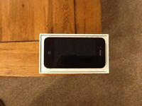Apple iPhone 16GB Complete with Charger and Earphones