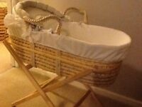 Moses basket with stand and 5 fitted sheets