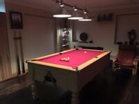Pool table Oak Finish 7 foot - Mint Condition