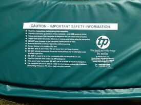 TRAMPOLINE PERIMETER PAD (GREEN) FOR ROUND TP TRAMPOLINE. VERY GOOD CONDITION