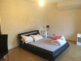 Spacious and bright room, £600/month bills included, Tottenham