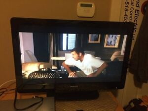 TV 32 inch PHILIPS with remote in excellent condition