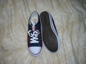 Childrens boxed Lee Cooper