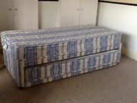 Single bed with pullout guest bed (single)
