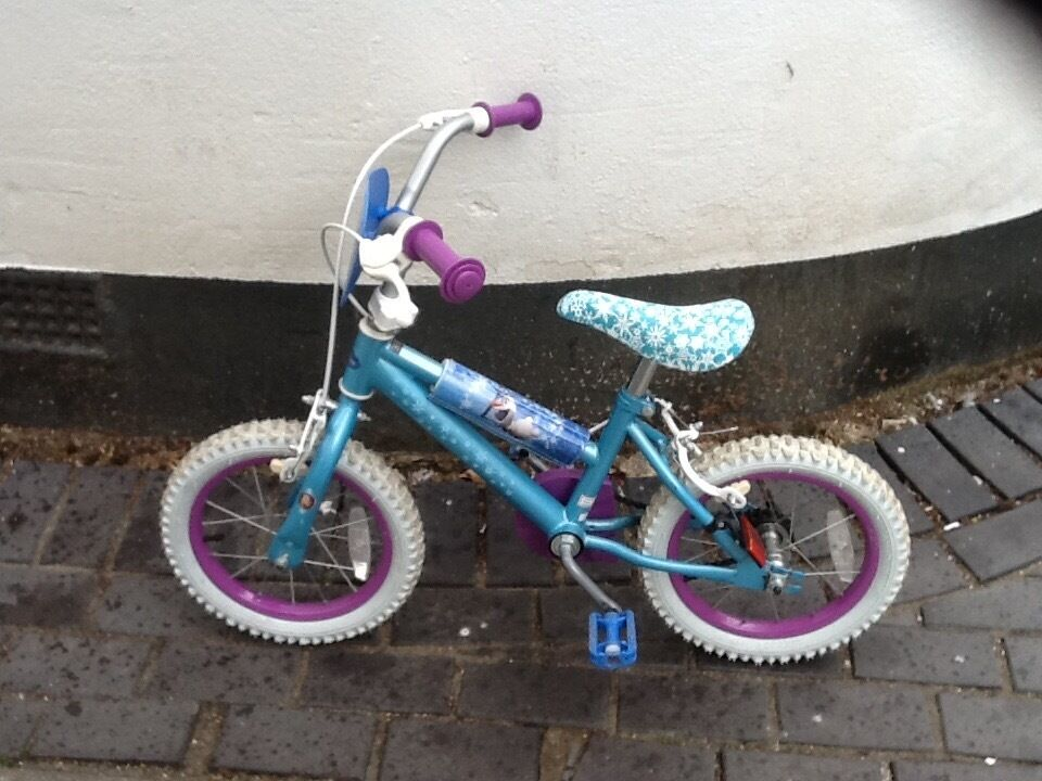 For sale girls bikein Poole, DorsetGumtree - For sale girls bike. Very good conditions, the only thing needed is a new chain. Excellent for first bike.! For pick up only