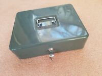 Cash box lockable - 2 keys, condition is as new - price reduced !!