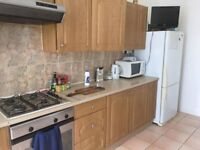 COUPLE NEEDED FOR DOUBLE ROOM IN FINNIESTON