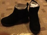 Ladies black shoes / boots size 5 brand new (never been worn)
