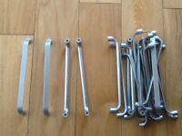 21 Used kitchen door handles good condition
