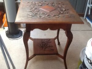 CARVED WOODEN OCCASIONAL TABLE Richardson Tuggeranong Preview