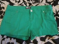 GREEN SHORTS SIZE 16 FROM NEW LOOK GREAT FOR HOLIDAY OR CLUBBING