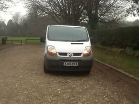 RENAULT TRAFIC 2006 ONE F/ KEEPER,( RENAULT BUS. FINANCE) MOT 15/01 / 2018 CAB BULKHEAD, 3 STR.