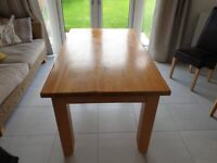 ** FOR SALE ** Solid Oak Dining Table (Used, Excellent Condition)