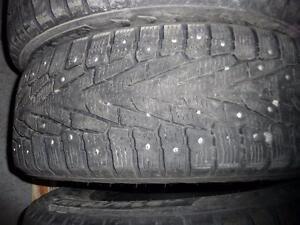 4 pneus d'hiver 215/70/16 Nokian Hakkapeliitta 7 SUV à clous