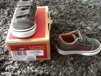 Infants Grey/Red Vans trainers
