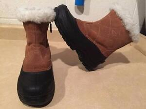 Womens Size 8 C9 Waterproof Winter Boots