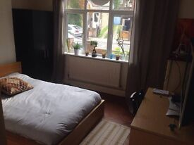 DOUBLE ROOM TO RENT COUPLES-YES